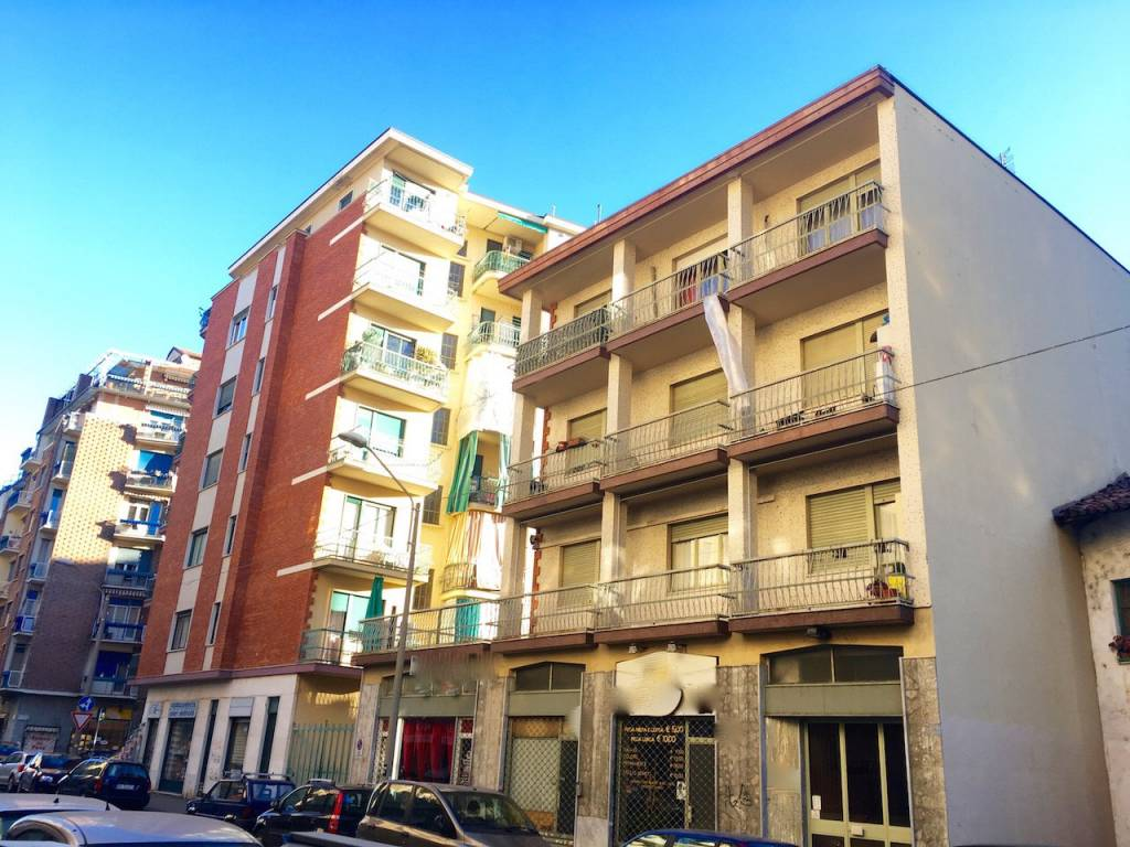 Foto 1 di Palazzo / Stabile via Gradisca, Torino (zona Santa Rita)