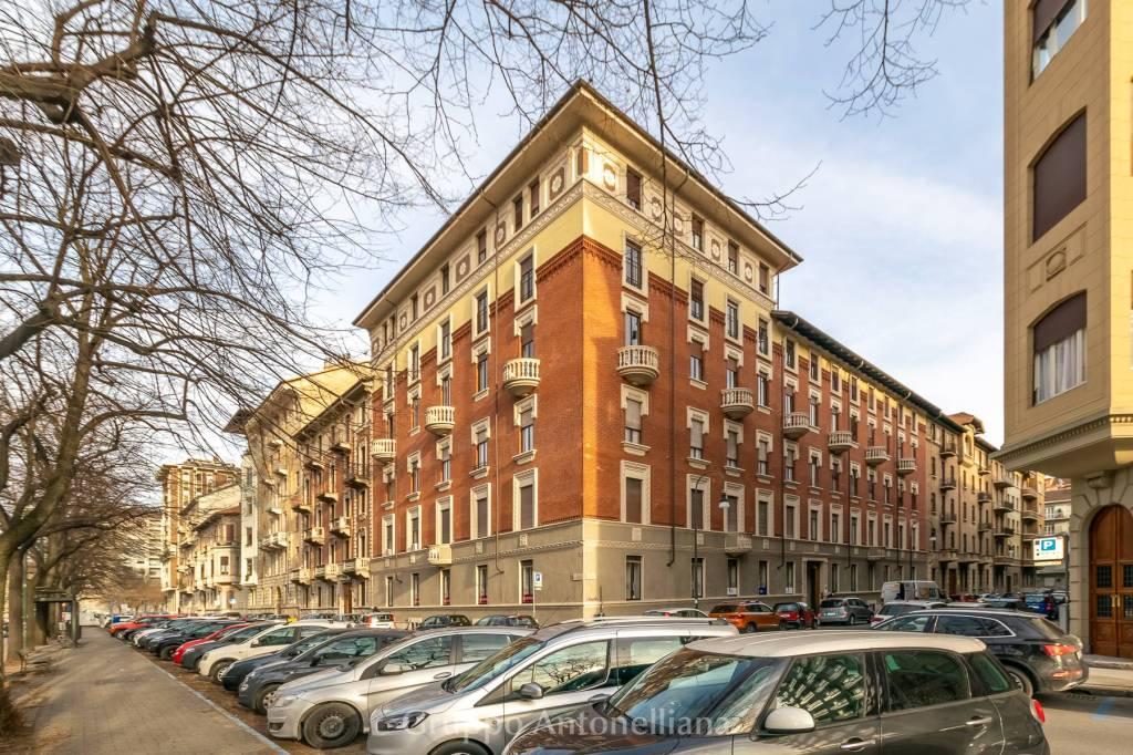 Immagine immobiliare Appartamento in affitto a Torino zona Crocetta, in Via Antinori, angolo con Corso Re Umberto nei pressi dell'Ospedale Mauriziano. In bella casa d'epoca signorile con portineria e ascensore, proponiamo appartamento luminoso, parzialmente arredato...