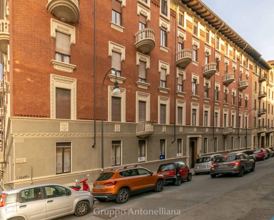 Immagine immobiliare Crocetta, Via Antinori, luminoso appartamento 200 mq A Torino, nel quartiere Crocetta, in Via Antinori angolo Corso Re Umberto, affittiamo luminoso appartamento di 200 mq situato al 4° piano di un bell'edificio signorile d'epoca dotato...
