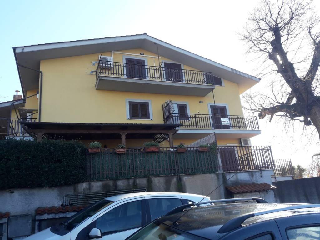 Marcellina - appartamento 3 vani 2 balconi € 550 mensili