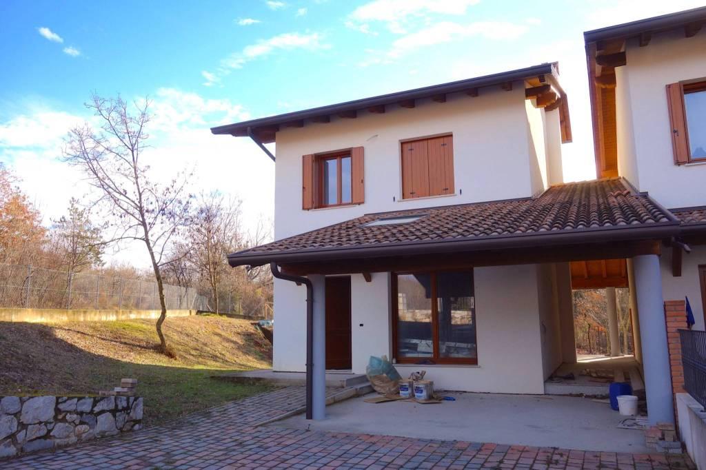 Villa a schiera trilocale in vendita a Sagrado (GO)