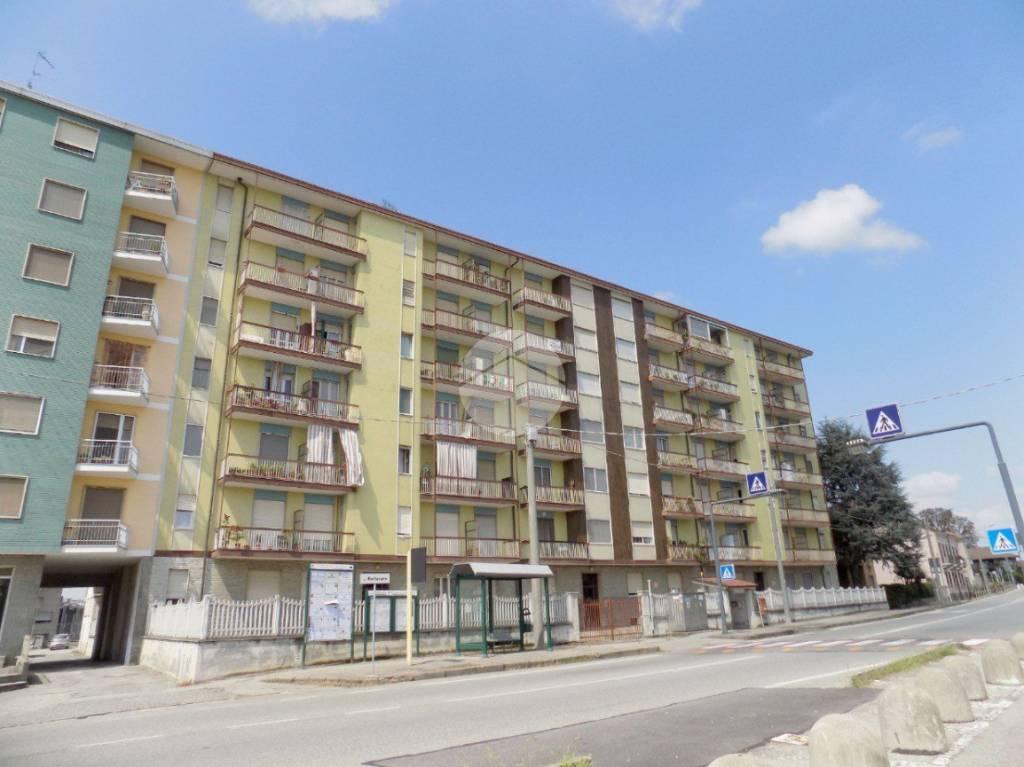 Appartamento in buone condizioni in vendita Rif. 9452546