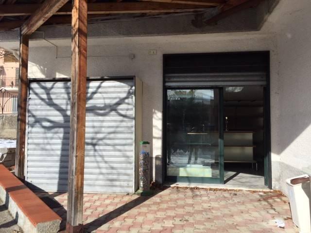 Negozio monolocale in affitto a Romagnano al Monte (SA)