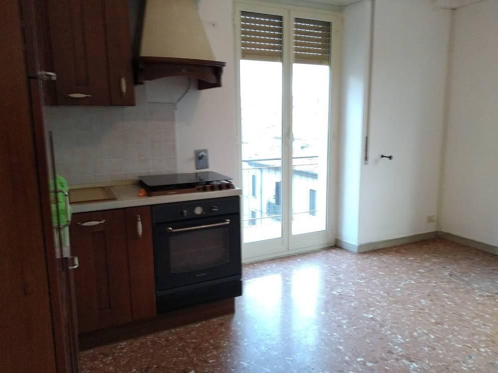 Appartamento in buone condizioni in affitto Rif. 9450328