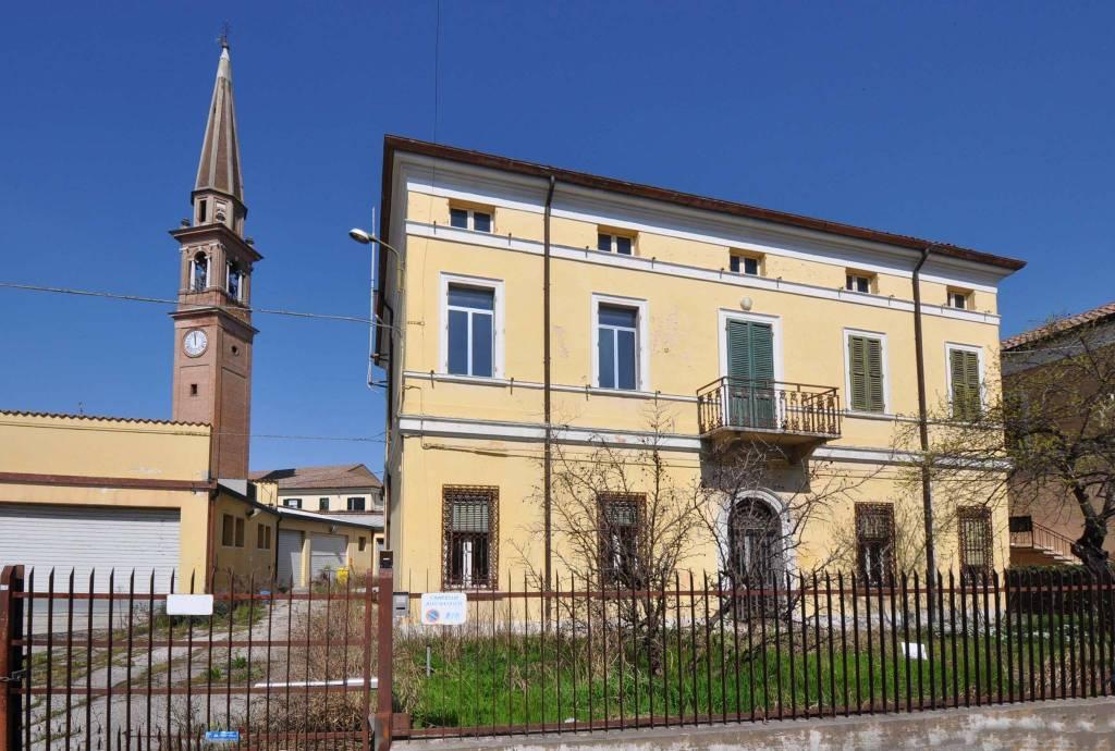 Stabile 6 locali in vendita a Copparo (FE)