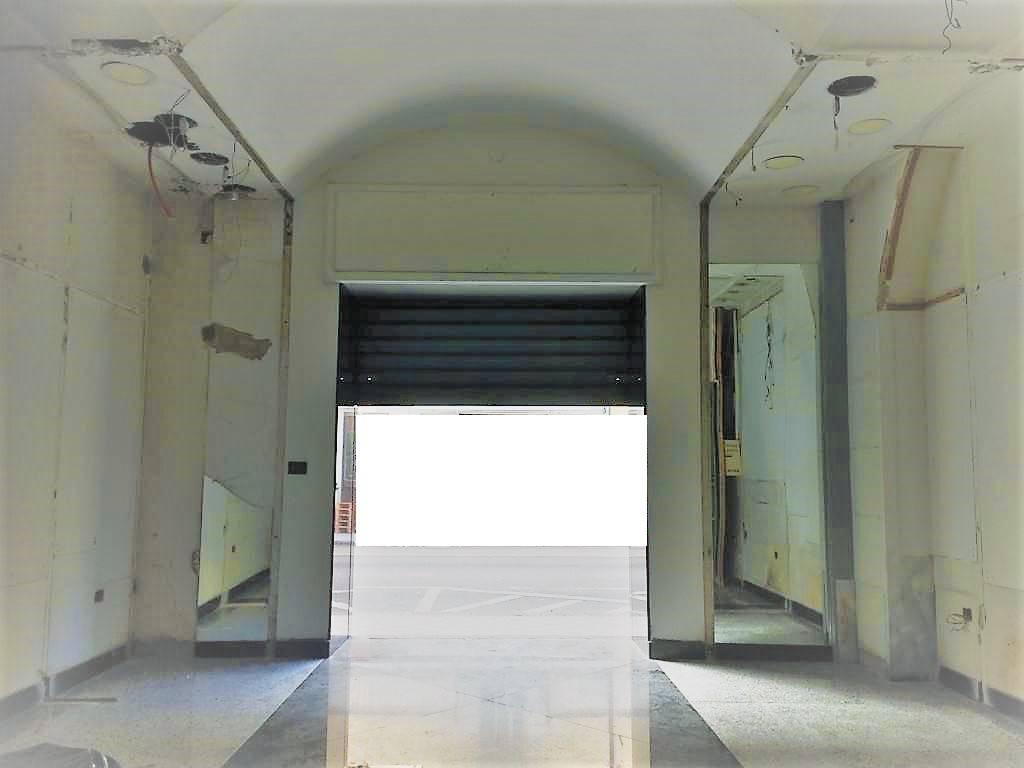 Negozio monolocale in affitto a Pontecagnano Faiano (SA)