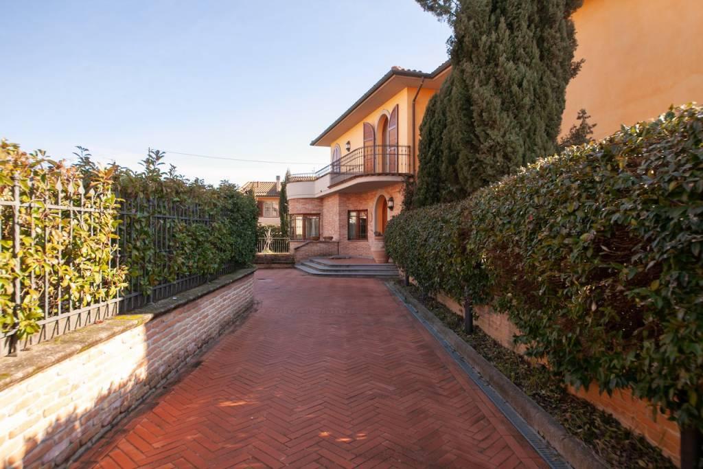 Villa in Vendita a Ponsacco Periferia: 5 locali, 299 mq