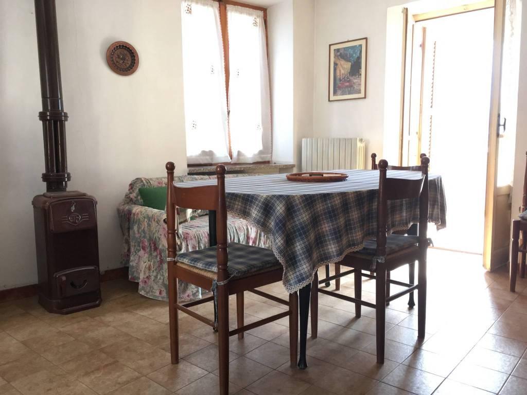 Appartamento in buone condizioni parzialmente arredato in vendita Rif. 9463608