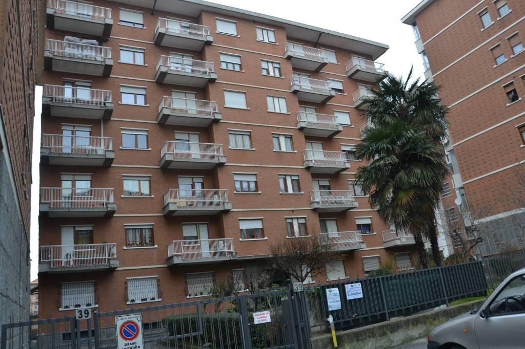 Appartamento in buone condizioni in vendita Rif. 9463980