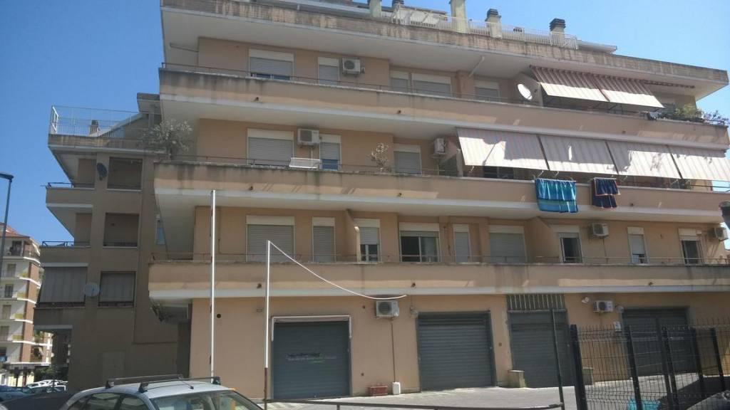 Appartamento in buone condizioni arredato in affitto Rif. 9463625