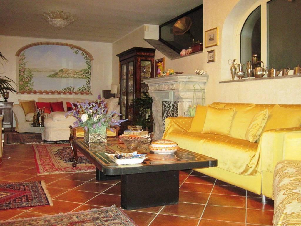 Villa in vendita a Anguillara Sabazia, 8 locali, prezzo € 720.000 | CambioCasa.it