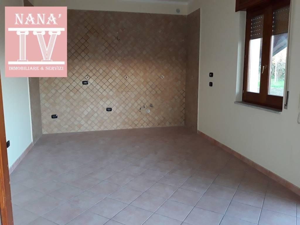 Appartamento in ottime condizioni in affitto Rif. 9468555