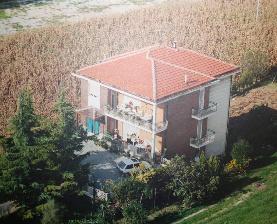 Villa in vendita a Neviglie, 7 locali, prezzo € 490.000 | PortaleAgenzieImmobiliari.it