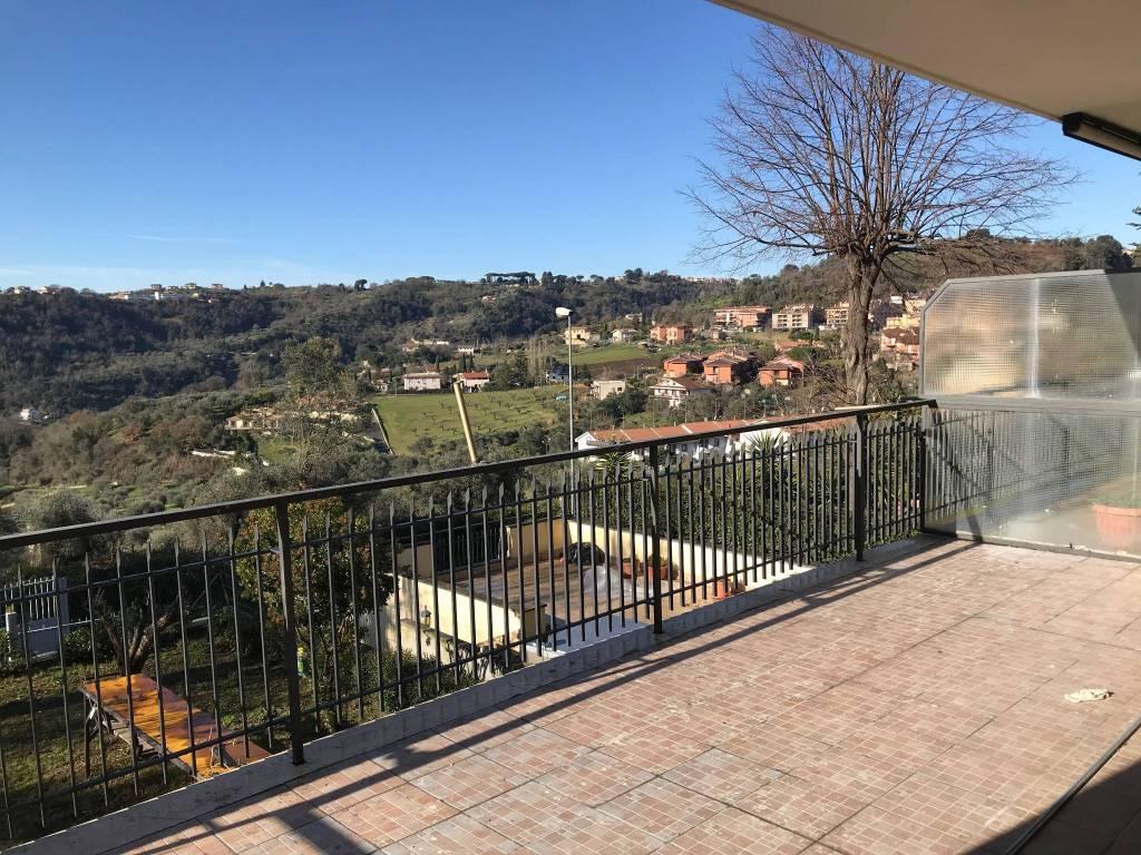 Castelnuovo Appartamento con giardino €550