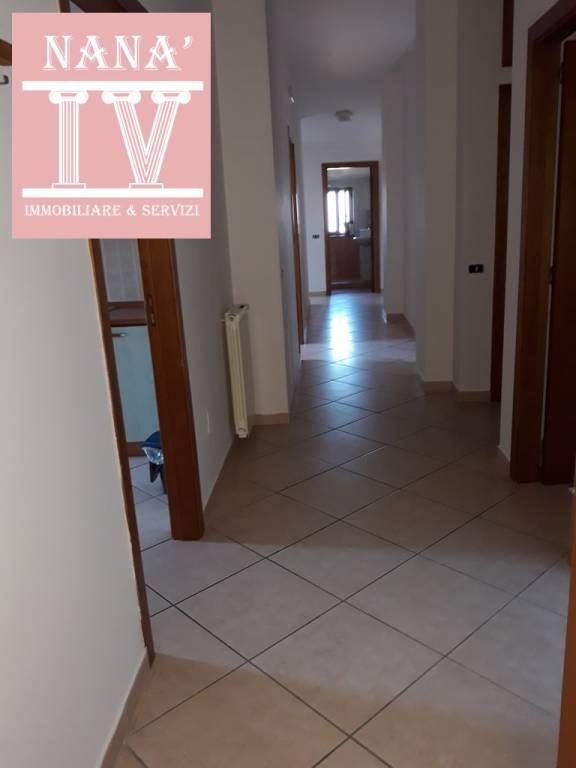 Appartamento in ottime condizioni parzialmente arredato in affitto Rif. 9468556