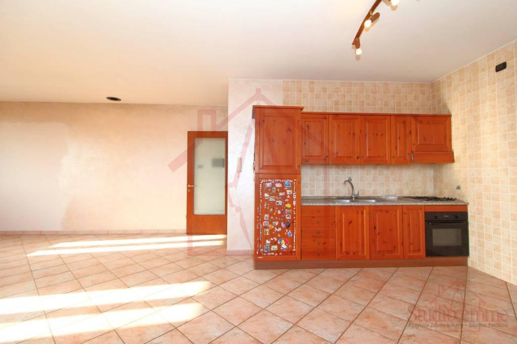 Villa in ottime condizioni parzialmente arredato in affitto Rif. 9464291