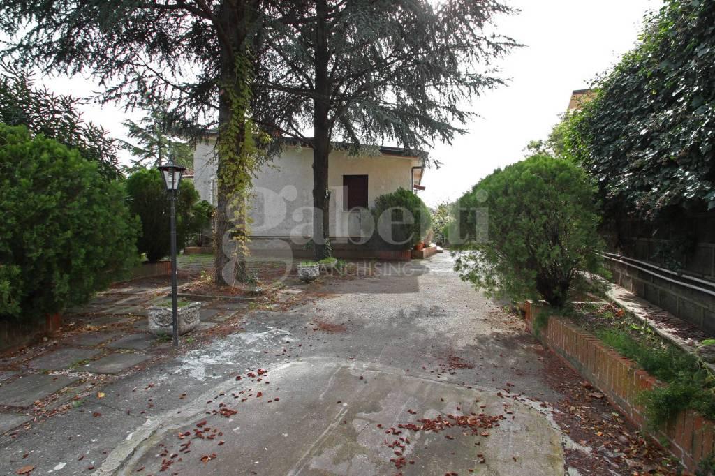 Villa in buone condizioni in vendita Rif. 9467418