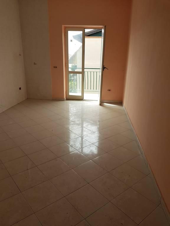 Appartamento in buone condizioni in affitto Rif. 9468560