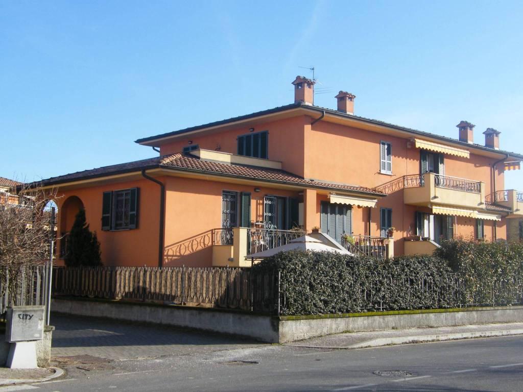 Appartamento in buone condizioni in vendita Rif. 9159012