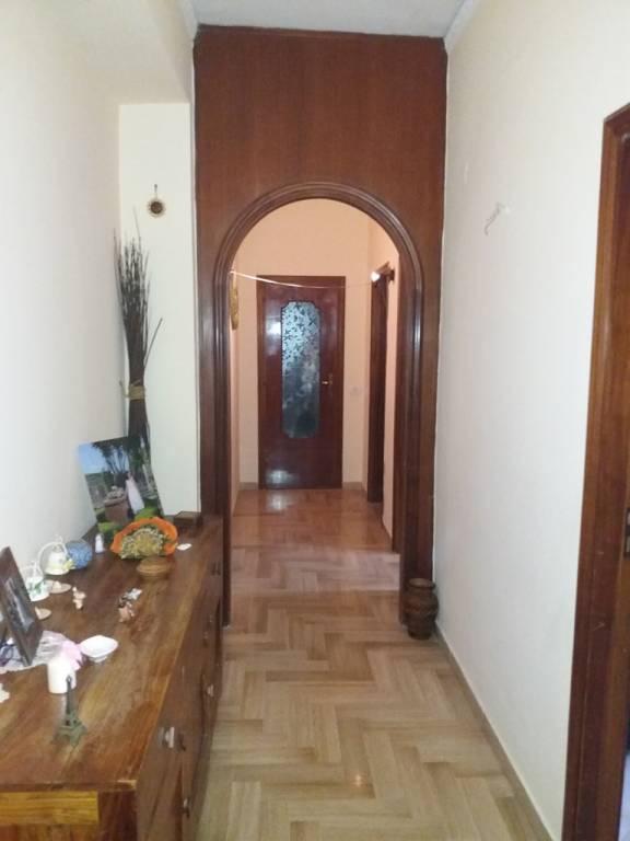 Appartamento in buone condizioni in affitto Rif. 9468563