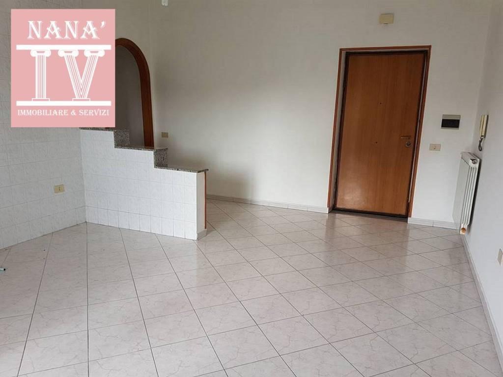 Appartamento in ottime condizioni in affitto Rif. 9468564