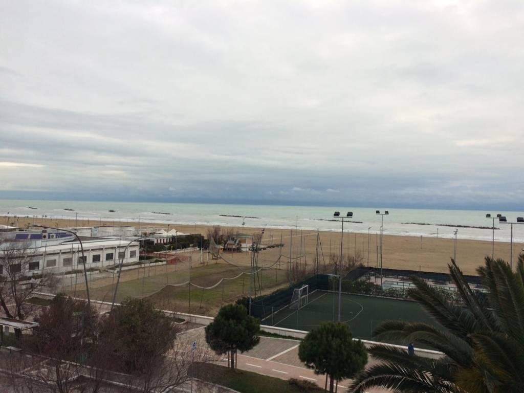 Pescara nord Viale della riviera attico fronte mare