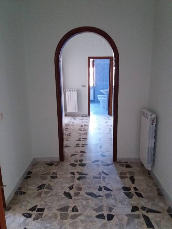 Appartamento in buone condizioni in affitto Rif. 9468565