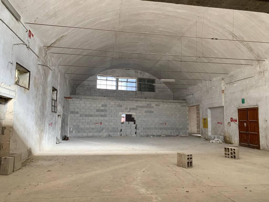 Capannone in Vendita a Lecce Centro: 1 locali, 700 mq