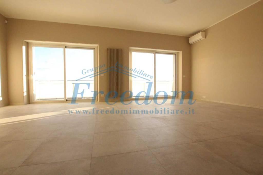 Appartamento in ottime condizioni in affitto Rif. 9464086