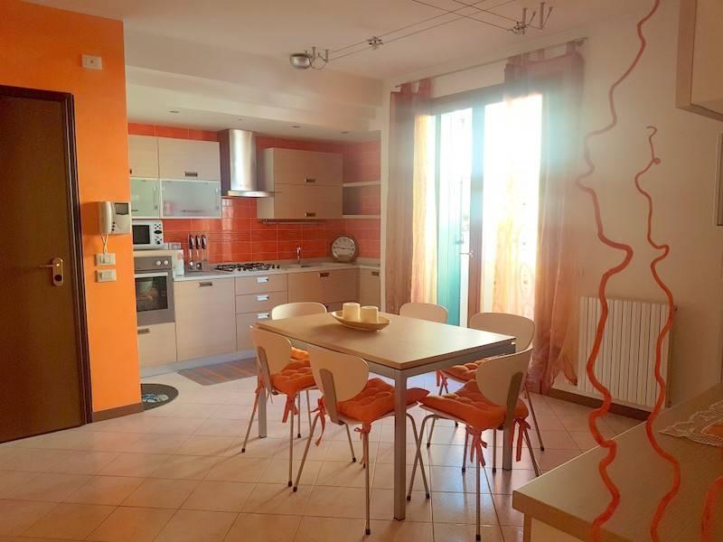 Appartamento in ottime condizioni arredato in affitto Rif. 9469837