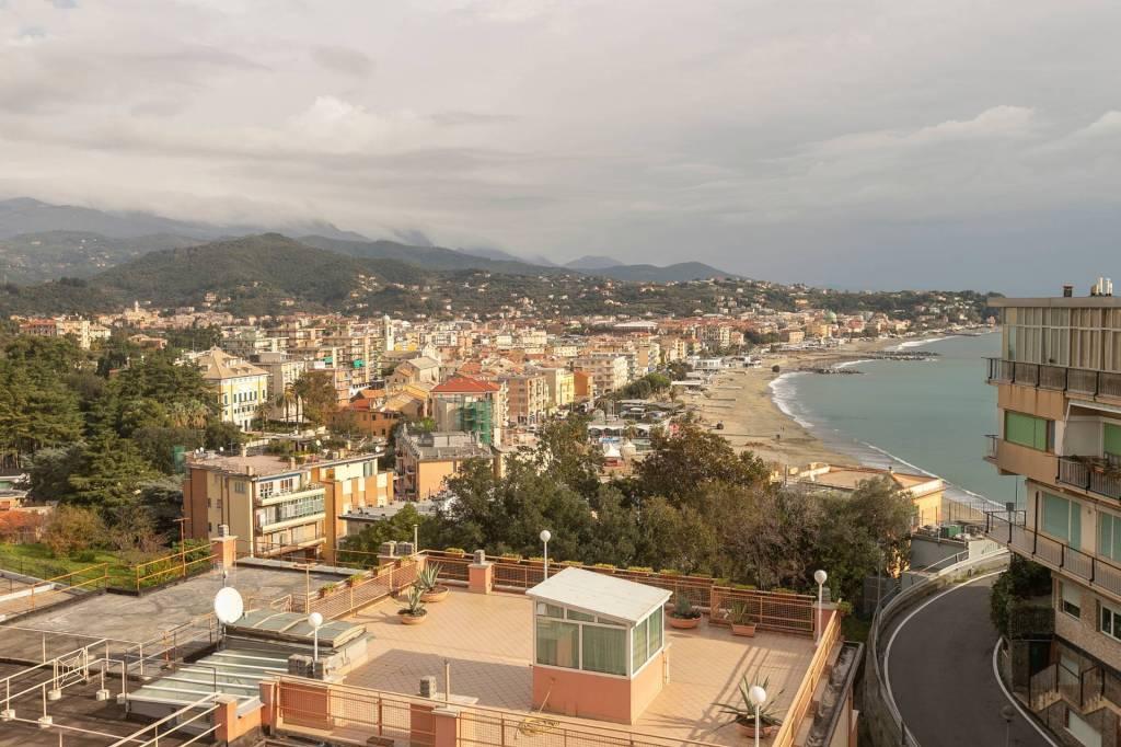 Foto 1 di Appartamento via Jacopo della Quercia, Albissola Marina