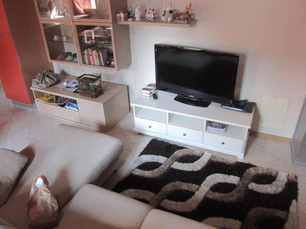 Appartamento in ottime condizioni arredato in affitto Rif. 9484591