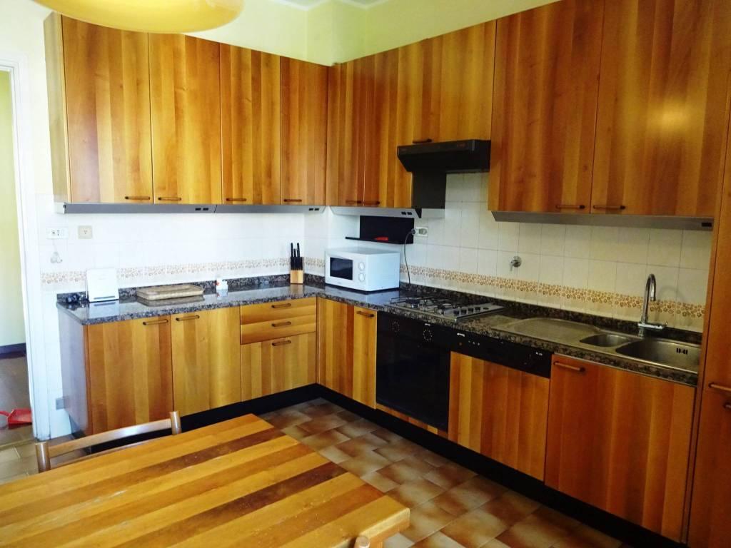 Appartamento in buone condizioni arredato in affitto Rif. 9488993