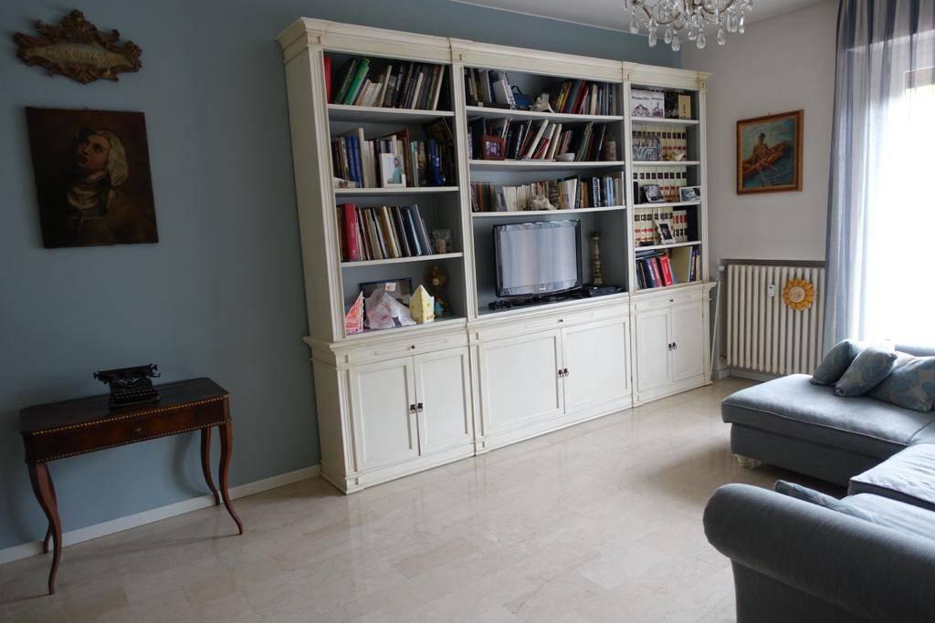 Appartamento in ottime condizioni in vendita Rif. 9480361