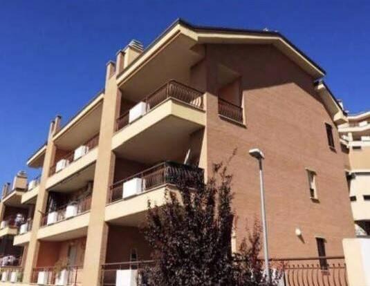 Appartamento in ottime condizioni in vendita Rif. 9488737