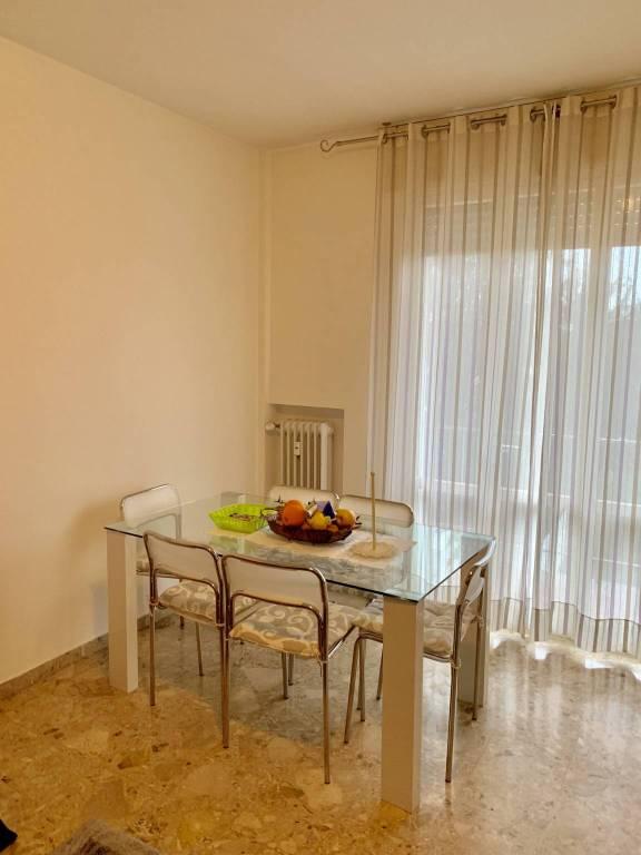 Appartamento in buone condizioni arredato in affitto Rif. 9484320