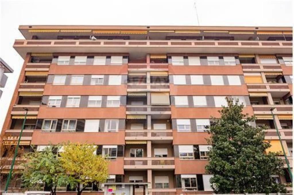 Appartamento in ottime condizioni arredato in affitto Rif. 9489151