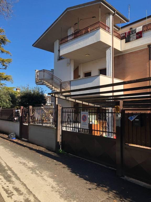 Appartamento in ottime condizioni in vendita Rif. 9488738