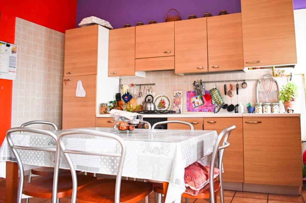 Appartamento in buone condizioni in vendita Rif. 9481520