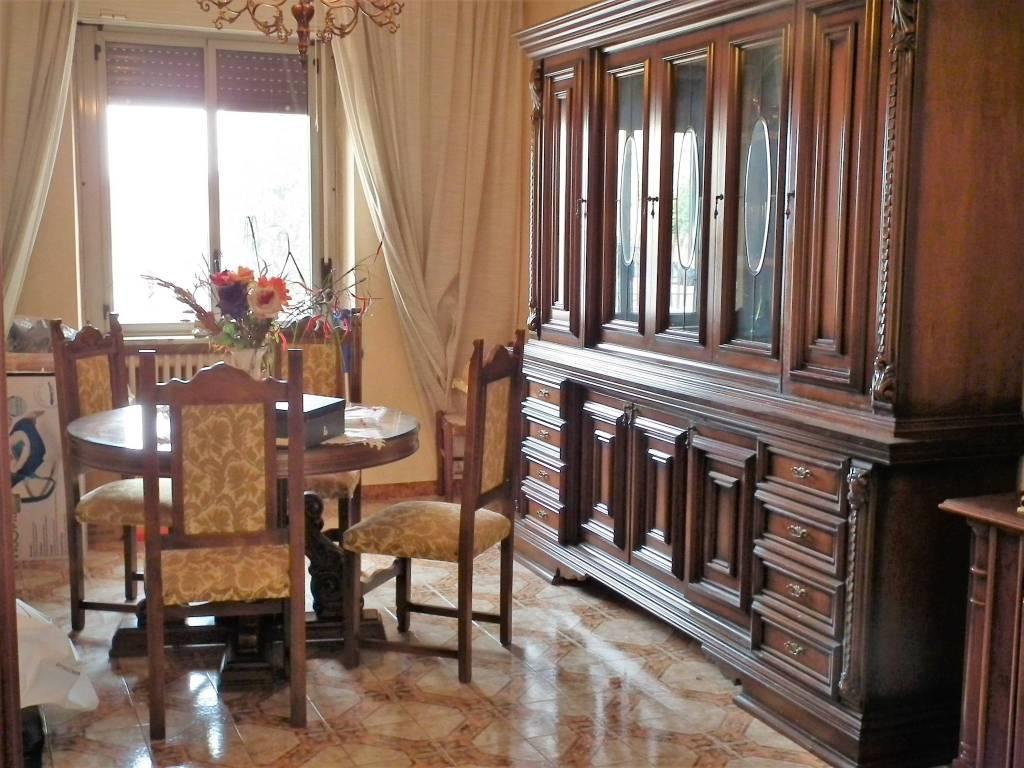 Appartamento in buone condizioni arredato in affitto Rif. 9486353