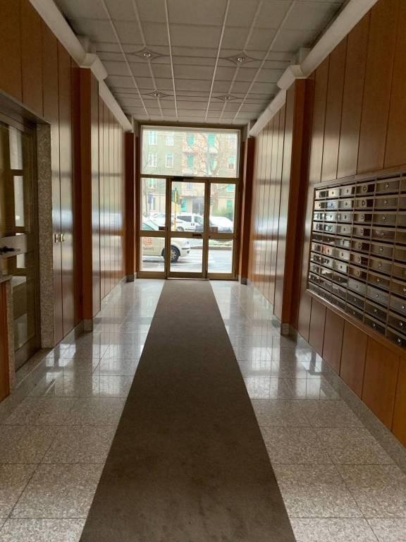 Appartamento in buone condizioni parzialmente arredato in affitto Rif. 9489114