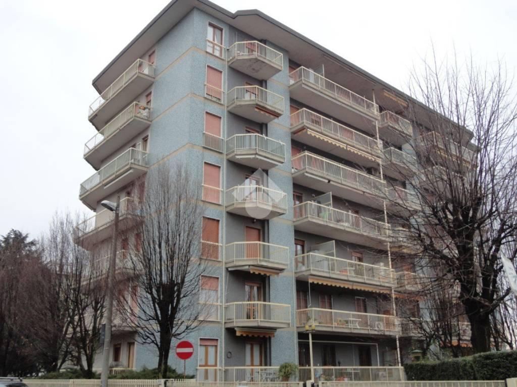 Appartamento in buone condizioni in vendita Rif. 9480080