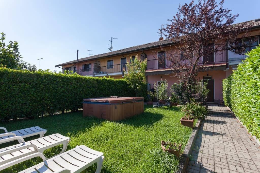 Villetta a schiera in ottime condizioni parzialmente arredato in vendita Rif. 9482764