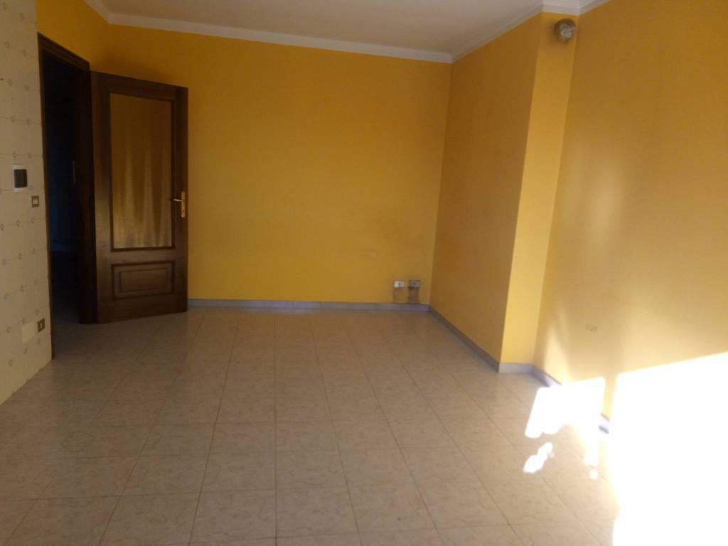 Appartamento in buone condizioni in affitto Rif. 9332050