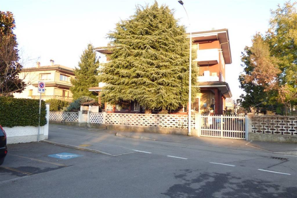 Appartamento in buone condizioni in affitto Rif. 9479888