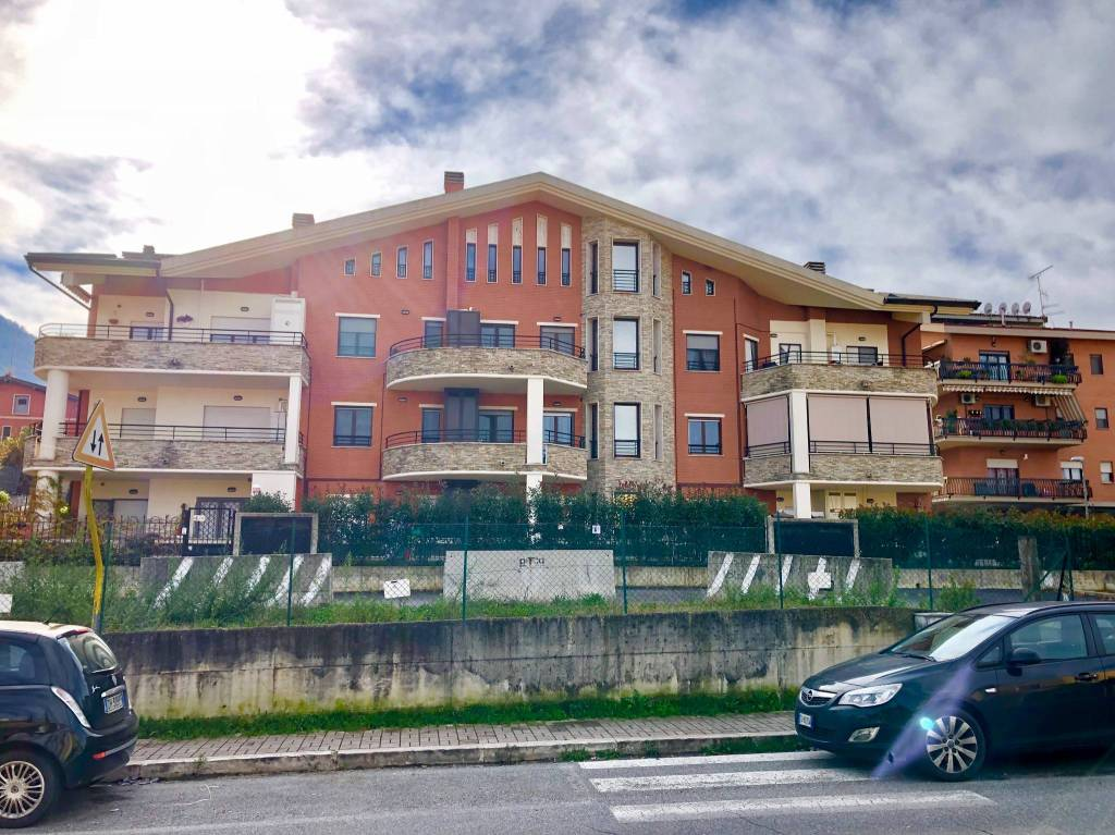 Bilocale ristrutturato con terrazzo e box auto doppio