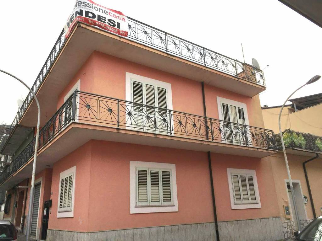 Appartamento in buone condizioni in vendita Rif. 7373683