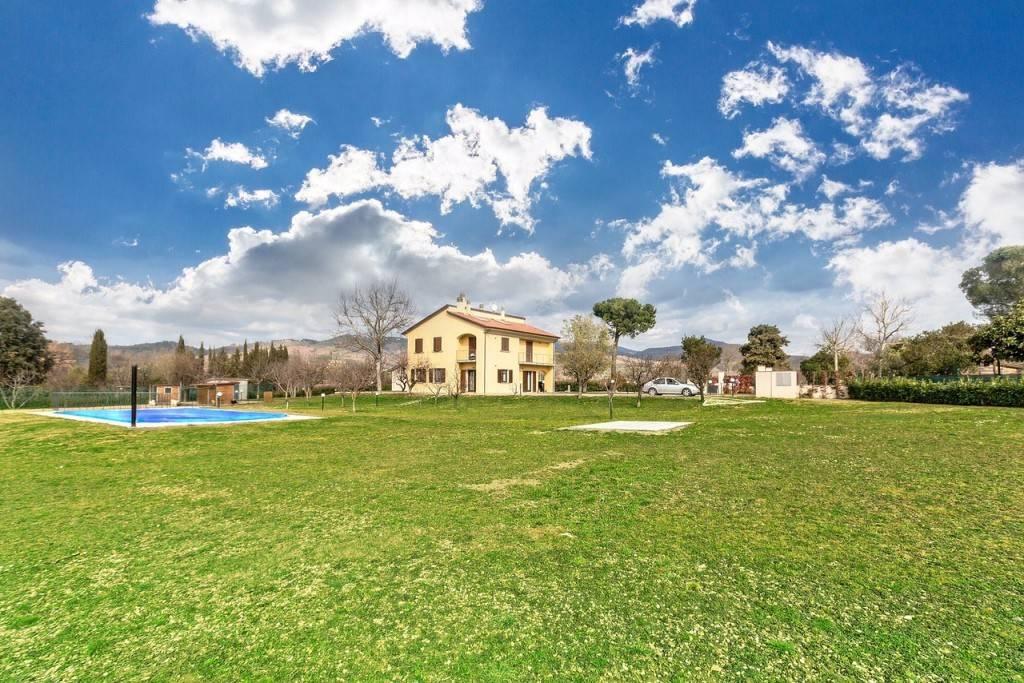 Villa in Vendita a Arezzo: 5 locali, 346 mq