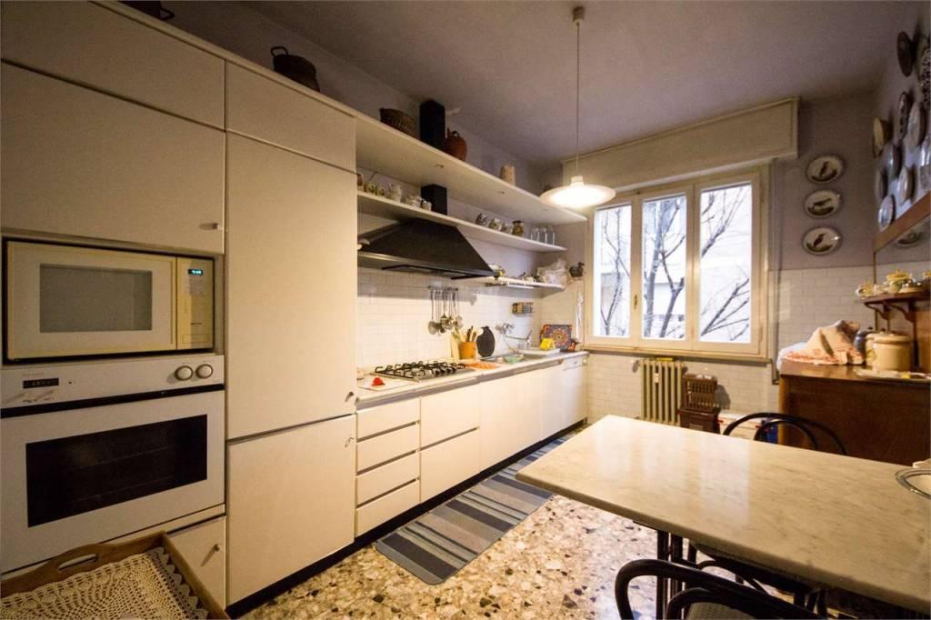 Appartamento in buone condizioni in affitto Rif. 9446529