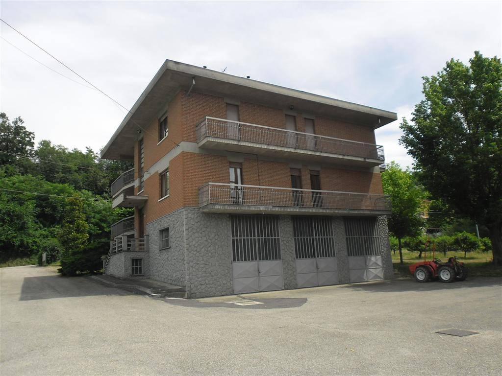 Villa in vendita a Canelli, 8 locali, prezzo € 250.000 | CambioCasa.it